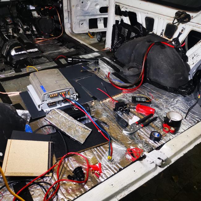 Lada Niva Projekt - Zweitbatterie und Solarpanel