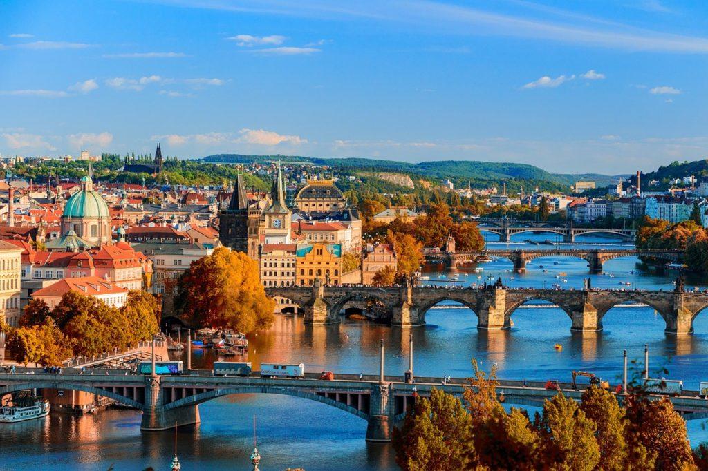 Tschechien – Derzeit ist der Transit für die meisten Ausländer nur mit negativen PCR Test oder Antigen Schnelltest möglich.