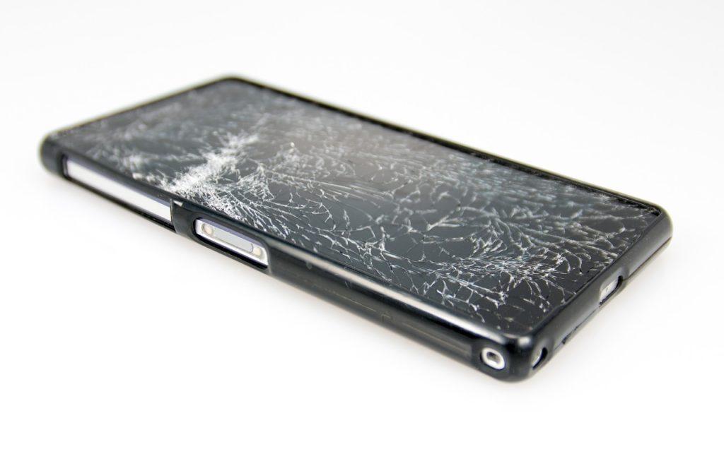 Smartphone Displayschäden mit Versicherung absichern
