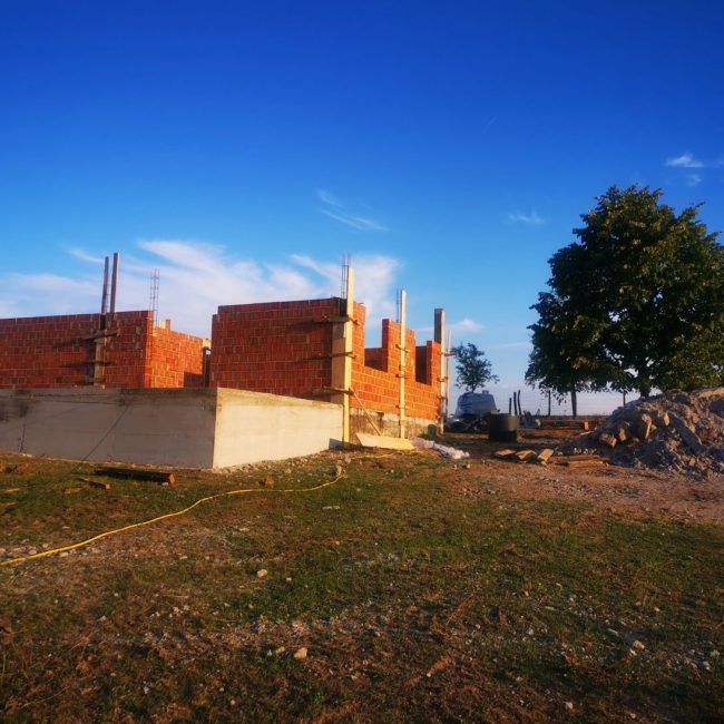 Hausbau in Bosnien - in zwei Wochen ist das Dach drauf